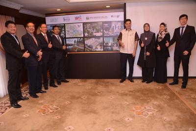 From left- Mr. Teoh Eng Poh, General Manager of MCT Consortium Berhad, Mr. YK Liew, Head of Sales & Marketing of Setia Haruman, Dato'Ricque Liew, the CEO-Paramount Property Division (Cjaya), En.Aidan Hamidon, Executive Director of Areca Properties, Encik Abdul Jami Shaik, General Manager of Sales & Marketing, Glomac, Pn.Pipah Mohd Nasir, General Manager of SP Setia, Pn Hjh Mazrita Hj Mazlan, the COO, Emkay Group and Mr. Ang Kee Ping, Project Director, Development of UEM Sunrise