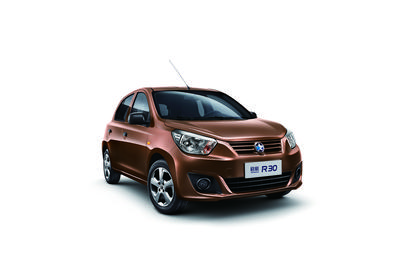 Dongfeng Nissan Unveils VENUCIA R30 at Auto China 2014