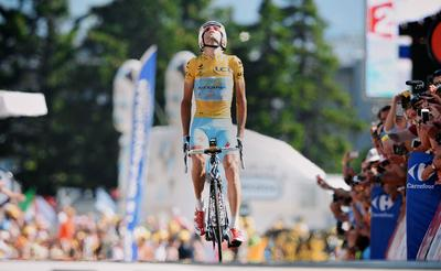 "Vincenzo ""The Shark"" Nibali wins the 2014 Tour de France riding the Rider-First Engineered(TM) Specialized S-Works Tarmac, Sunday, July 27, 2014 in Paris (Photo credit: Yuzura Sunada)."