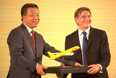 DHL Express CEO Mr. Ken Allen and Chinese Football Association Super League General Manager Liu Weidong exchange gifts  at the signing ceremony.