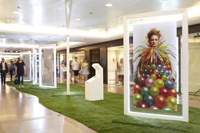 Photo Exhibition of Daisy Balloon at Gateway Corridor in Harbour City