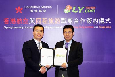 Mr. Li Dianchun, Commercial Director of Hong Kong Airlines, Mr. Ma Heping, Founder and Chief Marketing Officer of Tongcheng signed agreement of the strategic partnership.