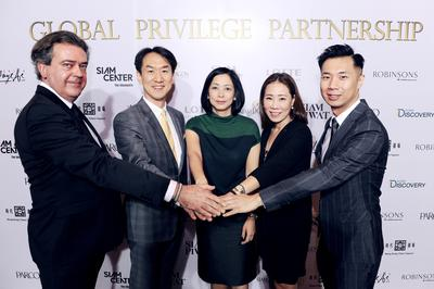 Siam Piwat's Mayuree Chaipromprasith (center) together with representatives from Robinsons Department Store of Singapore, Lotte Department Store of South Korea and Hong Kong Times Square at the Global Privilege Partnership launch