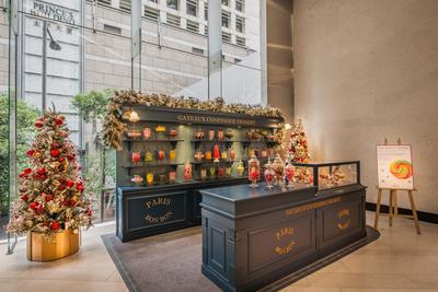 One of the key highlights of LANDMARK's Parisian Christmas, is a confectionary candy house at LANDMARK ALEXANDRA. The candy house is a great place to pick up a special treat or a gift for your favorite sweet lover.