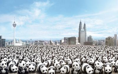 Facing the threat of extinction, the 1600 paper mache Pandas specially designed by Paulo Grangeon aimed to promote the awareness on the need for panda conservation and sustainable development.