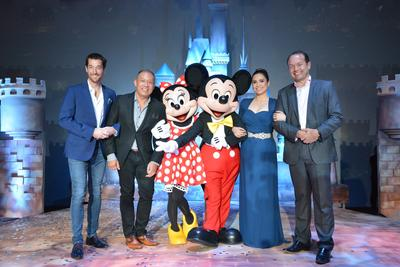 The no. 1 mobile brand in the country Globe Telecom is now officially the proud partner of Disney Family Entertainment with brands including Pixar, Star Wars, Marvel and global leader in short-form video, Maker Studios. Celebrating the partnership are (L-R) Globe Senior Advisor for Consumer Business Dan Horan, Globe President and CEO Ernest Cu, Disney's Minnie Mouse and Mickey Mouse, specialguest and Disney legend Lea Salonga, and Managing Director, The Walt Disney Company Southeast Asia,Rob Gilby.