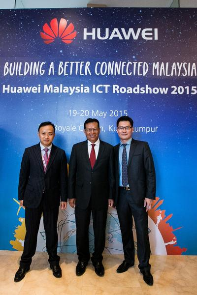 Communications and Multimedia Minister Datuk Seri Ahmad Shabery Cheek, Mr. Wu Zhengping, Economic and Commercial Counselor, Embassy of China in Malaysia attend Roadshow; Discuss Malaysia-China trade and technology ties and potential of ICT in Smart Country aspirations