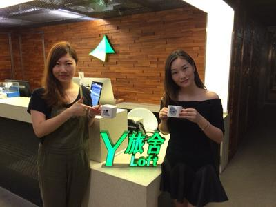 Ms Zhang Yang Yang and Ms Chen Jie, guests from China, are happy to become the guests of the 50,000th booking of Y Loft.