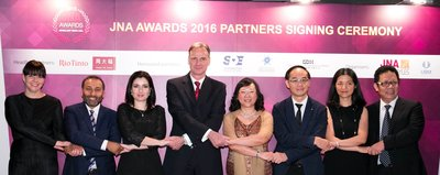 Partners join hands in welcoming the fifth edition of the JNA Awards. (From left) Ira Tsirlina of the Israel Diamond Institute; Naresh Surana of Diarough Hong Kong; Rita Maltez of Rio Tinto Diamonds; Wolfram Diener of UBM Asia; Letitia Chow of UBM Asia; Kent Wong of Chow Tai Fook Jewellery Group Ltd; Caroline Yuan of Shanghai Diamond Exchange; Ye Xuquan of Guangdong Land Holdings Ltd