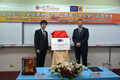 Dr Hwa-Wei Huang Head of the Accountancy Department of Taiwan National Cheng Kung University (left) and Mr. Jeff Hughes CPA Australia Chief Operating Officer (right)