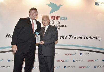 Mr Tan Kim Seng (right), Chief Operating Officer, Meritus Hotels & Resorts, with Mr Robert G. Sullivan, President of the Travel Group, Northstar Travel Group