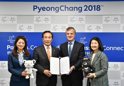 Vivian Lines, Chairman of Hill+Knowlton Strategies Asia-Pacific and YEO Hyung-koo, POCOG Secretary General, attend the contract signing ceremony