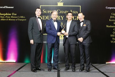 Jason Goh, Managing Director, DHL Supply Chain Singapore receiving the Global 3PL of the Year award at Supply Chain Asia Awards 2016