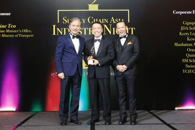 [L-R] - Dr Robert Yap, Founding Chairman, Supply Chain Asia, Ken Lee, CEO, DHL Express Asia Pacific and Paul Lim, Founder/President, Supply Chain Asia
