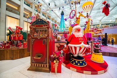 Visitors to LANDMARK can support the children of Make-A-Wish(R) Hong Kong. By filling in a special LANDMARK Circus ticket and inserting the special tickets into the 'Wishing Machine', Santa Claus will help you discover your inner strength and make your Christmas wish come true. For every 'Wishing Machine' Circus ticket received, LANDMARK will make a HK$20 donation to Make-A-Wish(R) Hong Kong.