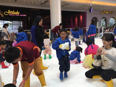 Kids are enjoying the Snow Carnaval attractions at Living World