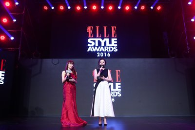 Acting Chief Executive Officer of Hearst Media China, Yvonne Wang(左)、ELLE CHINA出版人胡舒意(右)致辞