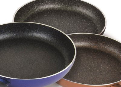 Available in the colours Crocodile Black, Shark Blue and Buffalo Copper, Teflon(TM) Profile non-stick coatings add an appealing colour accent in the kitchen; © Chemours