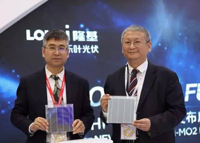 President Li Zhenguo of LONGi Group and President Li Wenxue of LONGi Solar unveil new product Hi-MO2