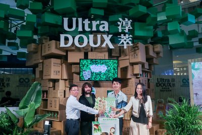 From left: Shidong Yan, director of Center for Environmental Education and Communications of Ministry of Environmental Protection, Tom Szaky, TerraCycle founder and global CEO, Haoran Liu, Zhenzhen Lan, Vice President, L'Oreal (China)