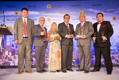 """""""Representatives from PT Petrokimia Gresik received Gold Trophies from Yujie Chen, Senior Vice President Asia Pacific PR Newswire, in the 2017 Asia-Pacific Stevie Awards Banquet at Hilton Hotel Tokyo, Japan."""" (From left to right: Mr. Yujie Chen, Mr. Wahjudi (Corporate Secretary), Mrs. Sumiyati (GM Operational Plan & Control), Mr. Pardiman (Finance Director), Mr. Nugroho Christijanto (President Director), and Mr. Taufik Aldila Armaputra (Project Officer for International Competition))."""
