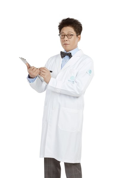Director of Plastic Surgeon, TL Plastic Surgery, Dr Kim Jeemyung