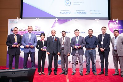 Deputy Finance Minister of Malaysia Hands Award to Fin5ive winners at BankTech Asia