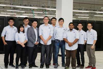 Lee Cheung Loong, Co-Founder of IP ServerOne and team at the launching of new datacenter.