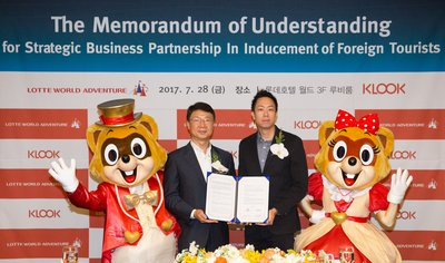 Klook Co-founder, COO, Eric Gnock Fah, signs Mutual Understanding Memorandum with Soon O Park, Executive Director, Lotte World Adventure
