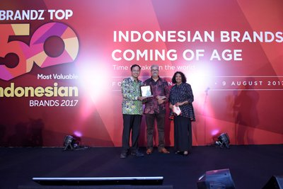 Dannis Muhammad Head of Marketing Traveloka representing Traveloka to receive the awards as the #1 Most Powerful Indonesian Technology Brand and #1 Most Innovative Brand during the annual WPP BrandZ Indonesia awarding night on August 9, 2017, in Jakarta.