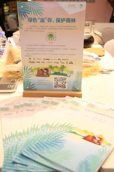 """RSPO """"Say Yes to Sustainable Palm Oil"""" campaign: table card and brochures"""
