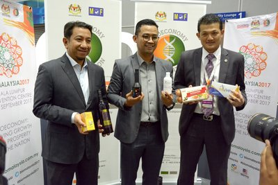 (From left) Chief Financial Officer of Bioeconomy Corporation, Tuan Syed Agil Syed Hashim; Chief Executive Officer of Bioeconomy Corporation, Dr. Mohd Shuhaizam Mohd Zain; and Senior Vice President of Corporate Affairs, Bioeconomy Corporation and Project Director of BioMalaysia 2017, En. Adnan Baharum with some of the BioNexus products featured in BioMalaysia 2017