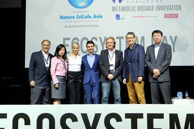 [L-R] Dr Howard Califano (Director, Innovation Centre, Singapore-MIT Alliance for Research and Technology), Sidney Yee (CEO, Diagnostics Development Hub, ETPL), Melinda Richter (Global Head, Johnson & Johnson Innovation, JLABS), Alex Gilbert (Growth Manager, Medopad), Dr Peter Droge (Research Fellow, Nanyang Technological University), Philip Lim (CEO, ETPL) and Dong Wu (Head, Asia Pacific Innovation Center, Johnson & Johnson Innovation)