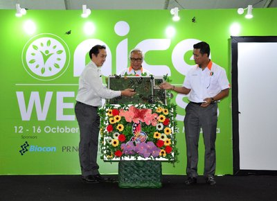 Chairman of Bioeconomy Corporation, Tan Sri Zakri Abdul Hamid (middle) launches the Wellness Cluster at NICE Expo 2017 with the release of 300 different butterfly species from Malacca Butterfly & Reptile Sanctuary, alongside (from left) Managing Director of Malacca Butterfly & Reptile Sanctuary, Gerard Wong and Chief Executive Officer of Bioeconomy Corporation, Dr. Mohd Shuhaizam Mohd Zain.