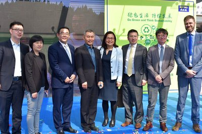From left to right: 1. Mr. LI Yangyang, China Marketing Manager of Marine Stewardship Council (MSC); 2. Ms. Wang Wenhua, Director of Sustainable Consumption Promotion Department of China Chain-Store & Franchise Association (CCFA); 3. Mr.Crete Zhou, Head of Corporate Affairs of METRO China; 4. Mr. Gu Jun, Vice Executive Head of Putuo Government; 5. Ms. Jiang Nanqing, China Officer of United Nation Environment Proramme (UNEP); 6. Mr. Jiang Yun, China Representative of RSPO; 7. Mr. Ma Lichao