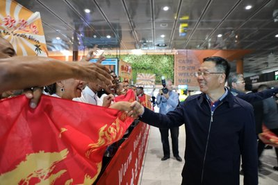 Li Baofang, Party Secretary and General Manager of Moutai Group, arrives at the promotion venue in South Africa