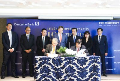 The US$100 Million Loan Facility Signing Ceremony between FE CREDIT and Deutsche Bank on November 23