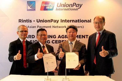 (From left) Abraham J. Adriaansz, Corporate Strategy & Development Director, PT RINTIS Sejahtera; Iwan Setiawan, President Director, PT Rintis Sejahtera; Cai Jianbo, CEO of UnionPay International and Yang Wenhui, General Manager for Southeast Asia, UnionPay International