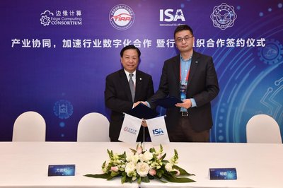 Walter Fang (left), ECC Vice Chairman, and Yang He (right), ISA Executive Secretary, sign the strategic cooperation agreement
