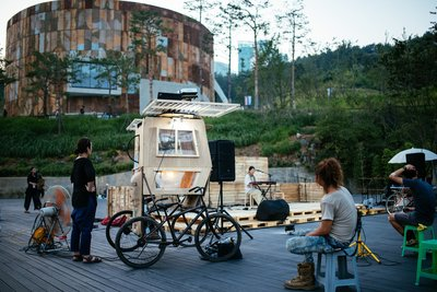 The Mapo Oil Depot Cultural Park has an eco-friendly cultural complex such as an open-air stage.