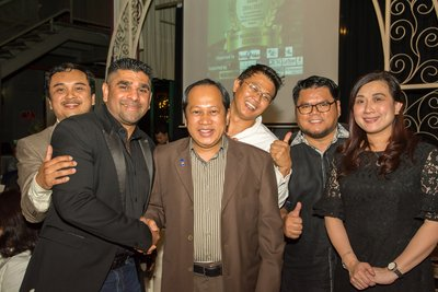 Gunaprasath Bupalan, Chairman of The Malaysian Property Press Awards and Executive Director / Executive Editor of Terra Value Sdn Bhd and Emjay Communications (second from left) and Datuk Haji Ahmad bin Haji Maslan, Deputy Minister Ministry of International Trade and Industry (third from left) with some of the VIPs at The Malaysian Property Press Zerin Properties Awards 2016/2017 in collaboration with the Chartered Institute of Logistics & Transportation Malaysia