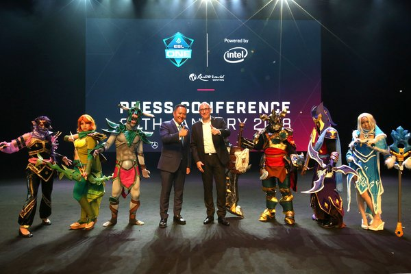 (From left) Kevin Tann, VP of Promotions & Entertainment and Frank Sliwka, Chief Operating Officer, ESL Asia flanked by Dota2 Cosplayers