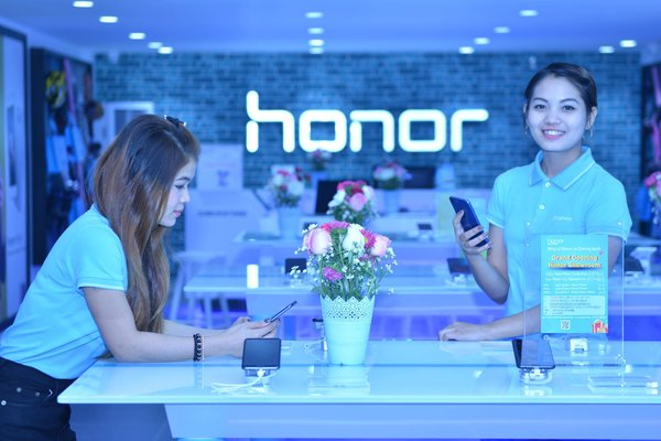 Honor's first flagship store in Myanmar