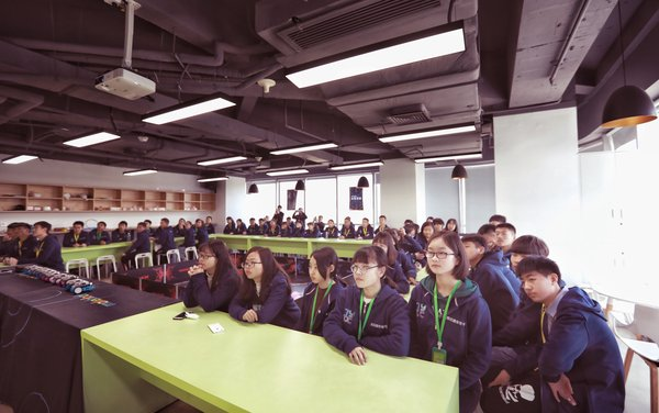 Students from Xiong'an New Area came to visit Makeblock