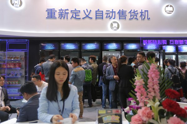 """An exhibitor in CVS2017 set their slogan as """"Redefine Vending Machines"""" in Chinese"""