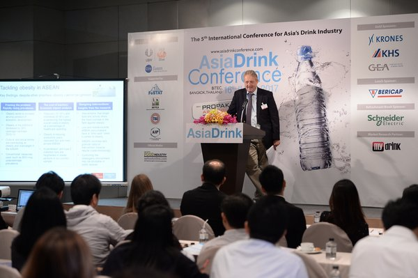 Expert speaker is presenting the direction and trends of the beverage industry at Asia Drink Conference