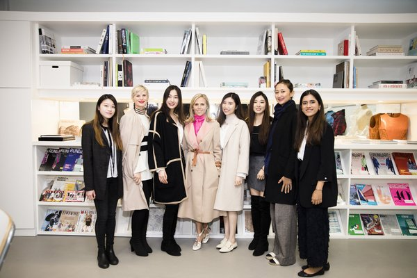Tory Burch with SCAD HK Students (Image courtesy of SCAD Hong Kong)
