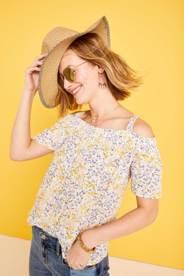 模特身穿Old Navy 2018 Spring Collection单品