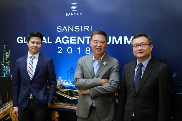 Sansiri Public Company Limited, held the first-ever Sansiri Global Agent Summit 2018 to reveal its plan for international market growth. The event was presided over by Mr. Apichart Chutrakul (middle), Chief Executive Officer, Sansiri along with Mr. Uthai Uthaisangsuk (right), Chief Operating Officer, Sansiri and Dr. Siwat Luangsomboon (left), Assistant Managing Director, Kasikorn Research Center Company Limited.