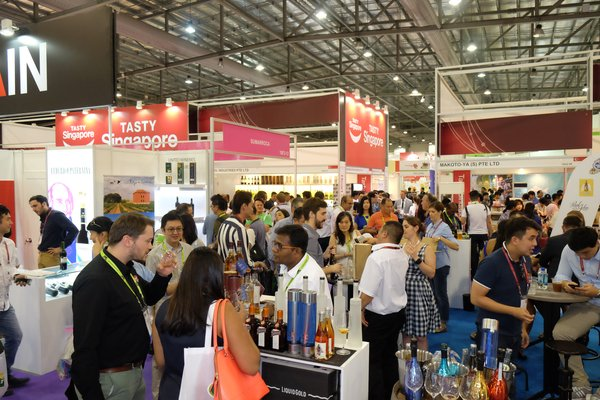 Trade attendees at ProWine Asia 2016